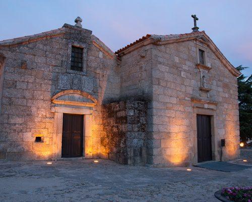 Iglesia de Santiago y Panteón de los Cabral