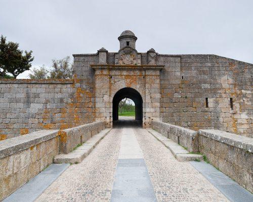 Les doubles portes de Saint-François de la Croix