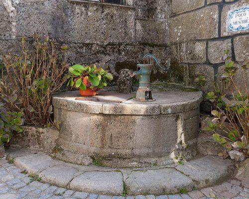 """""""Poço do Mestre"""" (Brunnen)"""