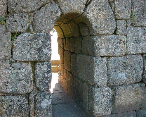 Mauern und -tore der Ortschaft