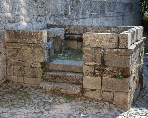 Ziehbrunnen und Forum