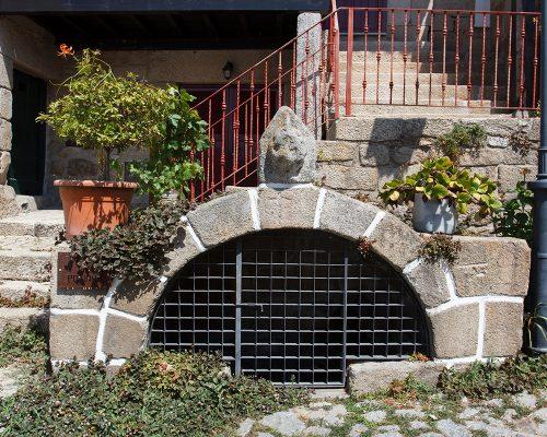 Manueline Fountain